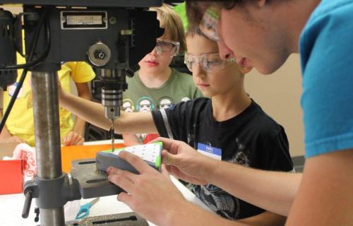 La maman robotique : la passion de Shelly Gruenig pour le travail avec les jeunes