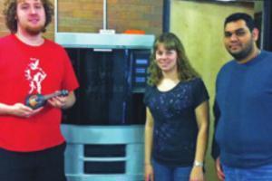 Un ukulélé multicolore imprimé en 3D conçu par des étudiants impressionne le public